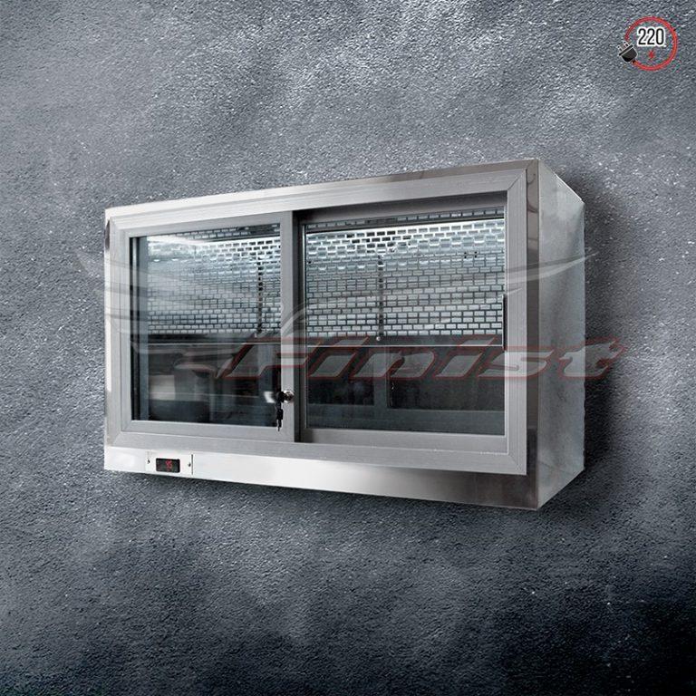 Настенная витрина с дверями купе